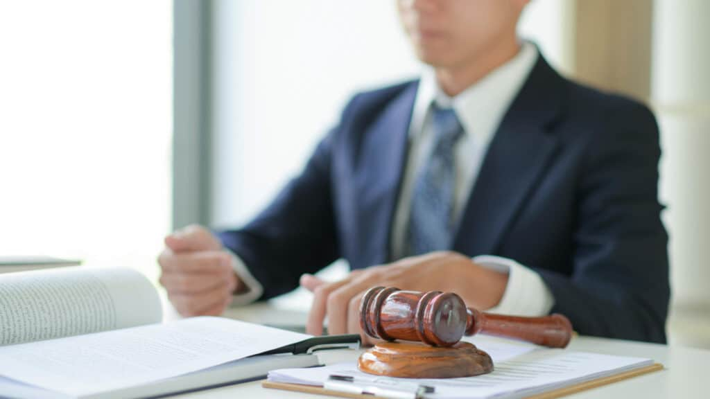 Personaen kan eks. være en advokat